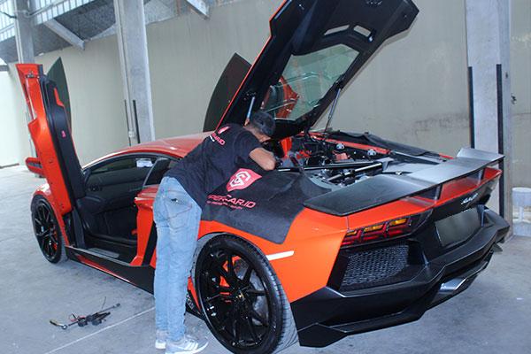Teknisi supercar.id siap datang ke garasi rumah anda